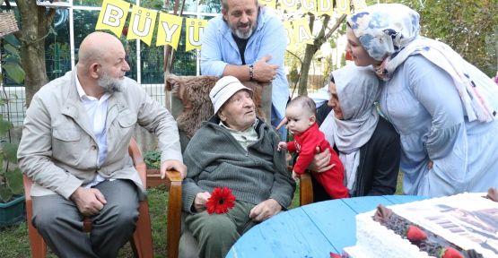 100'üncü yaşına torunlarıyla girdi