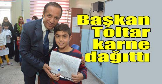 Başkan Toltar karne dağıttı