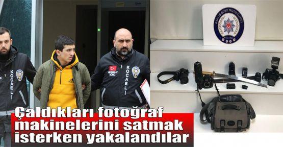 Çaldıkları fotoğraf makinelerini satmak isterken yakalandılar