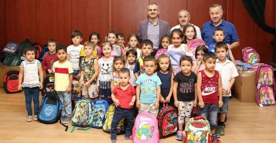 Çayırova'da 1000 öğrenciye kırtasiye yardımı