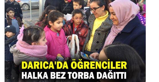 Darıca'da öğrenciler bez torba dağıttı