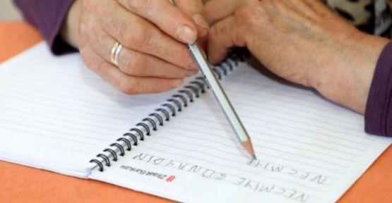 Dünya'da 781 milyon yetişkin okuma yazma bilmiyor