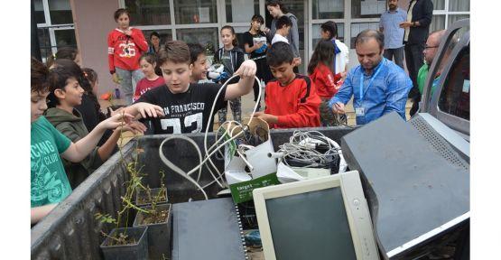 Elektronik Atık Günü'nde belediye öğrencilere sürpriz yaptı
