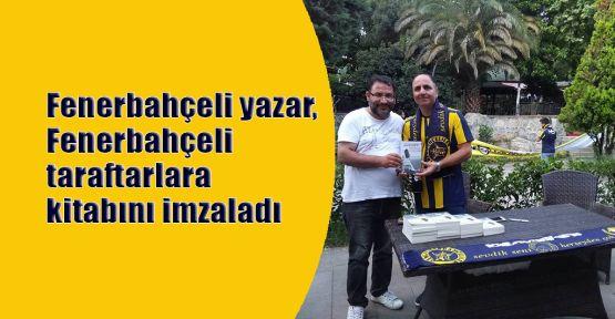 Fenerbahçeli yazar, Fenerbahçeli taraftarlara kitabını imzaladı