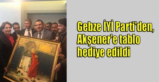 Gebze İYİ Parti'den, Akşener'e tablo hediye edildi