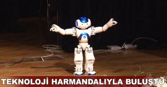 'Harmandalı' oynayan robota alkış yağmuru