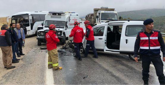 Hasta nakil aracı ile otomobil çarpıştı: 6 yaralı