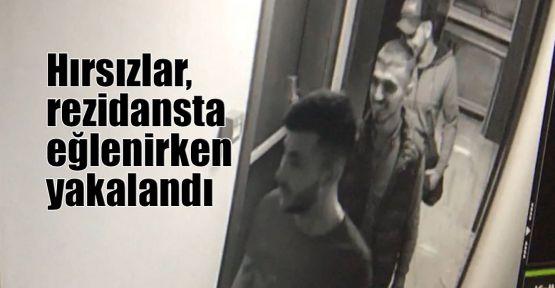 Hırsızlar, rezidansta eğlenirken yakalandı