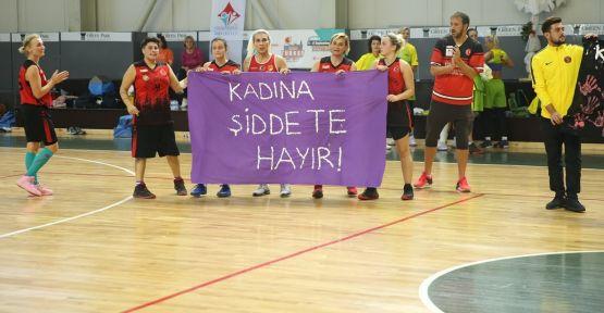 Kadına şiddete uluslararası turnuvada tepki