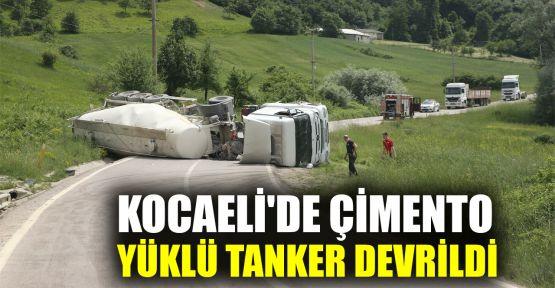 Kocaeli'de çimento yüklü tanker devrildi