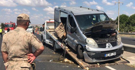 Minibüs bariyerlere çarptı: 2 ölü, 3 yaralı