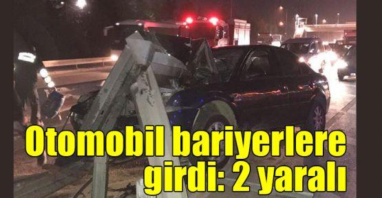 Otomobil bariyerlere girdi: 2 yaralı