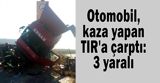 Otomobil, kaza yapan TIR'a çarptı: 3 yaralı