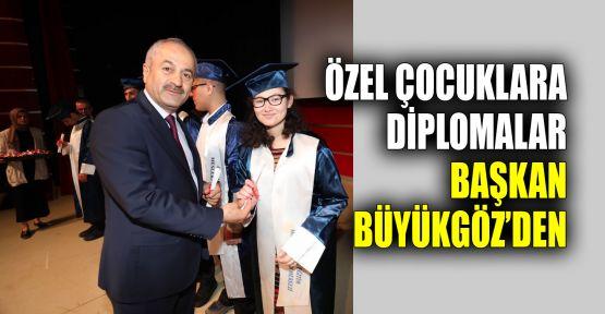 Özel çocuklara diplomalar Başkan Büyükgöz'den