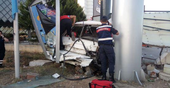 Panelvan kaldırımdaki yayalara çarptı, anne ve kızı yaşamını yitirdi