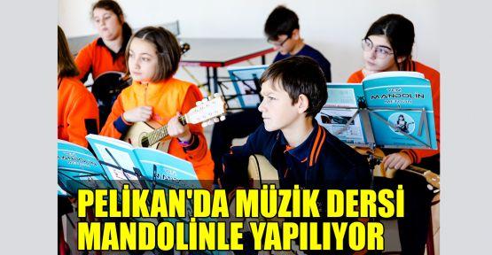 Pelikan'da müzik dersi mandolinle yapılıyor