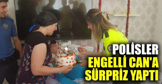 Polisler engelli Can Ulaş Demirer'e sürpriz doğum günü kutlaması yaptı