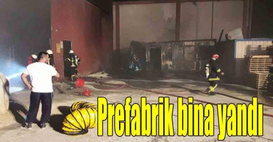 Prefabrik bina yandı