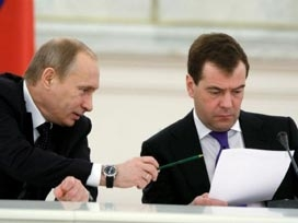 Putin kendi yerine Medvedev'i önerdi