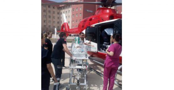 Solunum sıkıntısı çeken bebek ambulans helikopterle İstanbul'a sevk edildi