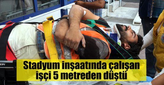 Stadyum inşaatında çalışan işçi 5 metreden düştü