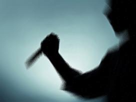 Tartıştığı eşini iş hanında bıçakladı