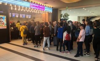 Gebze Center Cinemaximum'da Karlar Ülkesi kuyruğu