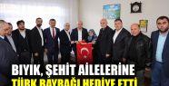Bıyık, şehit ailelerine Türk bayrağı...