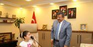 Darıca'da başkanlık koltuğu çocuklara...