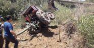 Devrilen traktörün sürücüsü yaralandı...