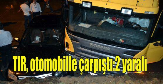 TIR, otomobille çarpıştı:2 yaralı