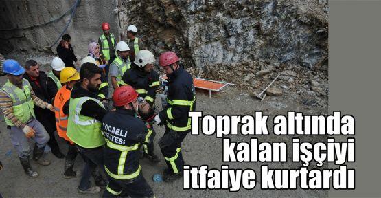Toprak altında kalan işçiyi itfaiye kurtardı