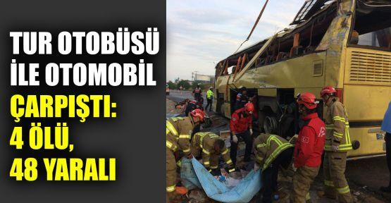 Tur otobüsü ile otomobil çarpıştı: 4 ölü, 48 yaralı