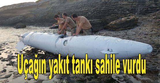Uçağın yakıt tankı sahile vurdu