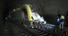 Kılavuz tren tünelde raydan çıktı: 2 makinist hayatını kaybetti