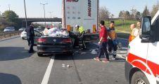 Gebze'de otomobil tıra çarptı: 3 yaralı