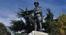 İzmit Belediyesi Atatürk anıtını bakıma alacak