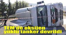 TEM'de oksijen yüklü tanker devrildi