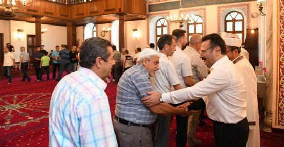 Vali Aksoy vatandaşlarla bayramlaştı