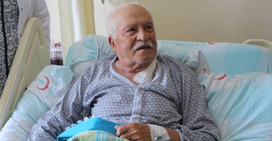 Yaşlı hastanın tıkalı şah damarları açıldı