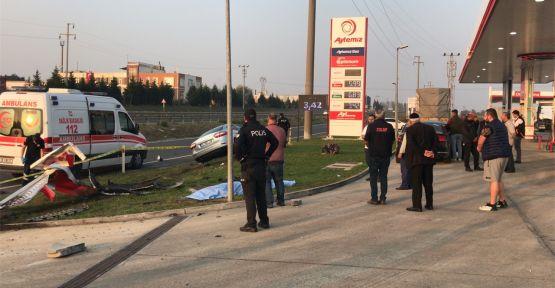Yol kenarında bekleyen kişiye otomobil çarptı: 1 ölü