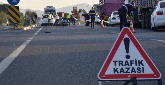 Yolun karşısına geçerken araba çarptı: 1 ölü