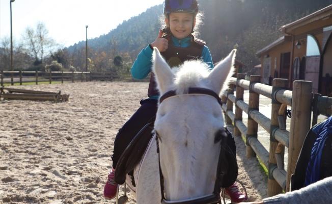 Atlı Eğitim Merkezi, çocukların ilgi odağı