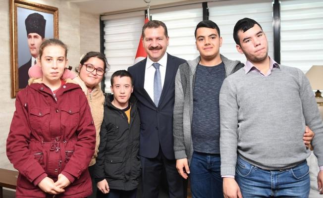 Balıkesir Büyükşehir Belediye Başkanı Yılmaz, özel çocukları makamında ağırladı
