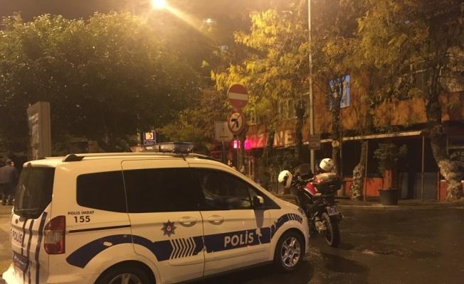 Beyoğlu'nda parkta oturan 2 kişi açılan ateş sonucu yaralandı