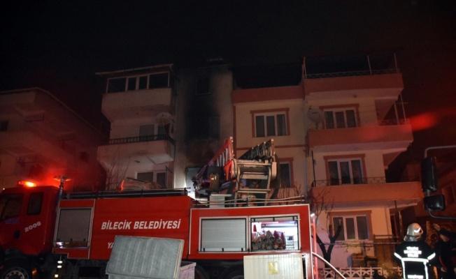 Bilecik'te bir evde çıkan yangında 3 kişi dumandan etkilendi