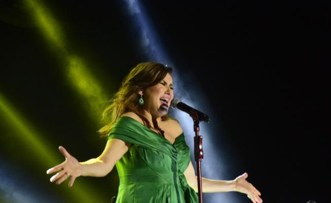 Deniz Seki Bursa'da konser verdi