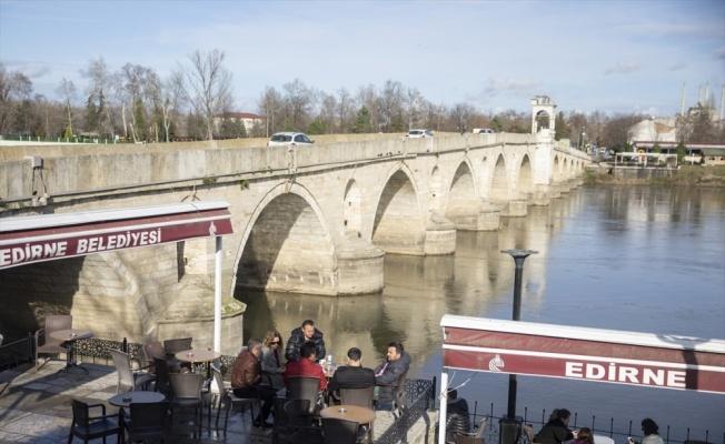 Edirne'de vatandaşlar güzel havanın tadını çıkardı