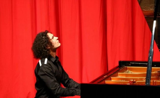 Genç piyanist Berkay Özkan Tekirdağ'da sahne aldı