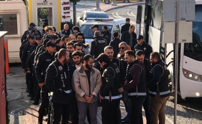 Kocaeli'deki FETÖ operasyonunda adliyeye sevk edilen 18 şüpheliden 2'si tutuklandı